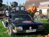 Voiture envahie de monstres pour halloween