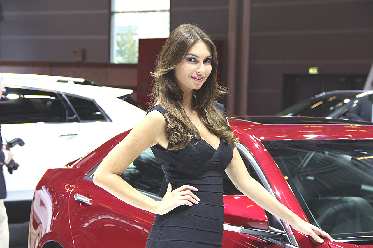 les plus belles h tesses du mondial automobile 2012 blog auto. Black Bedroom Furniture Sets. Home Design Ideas
