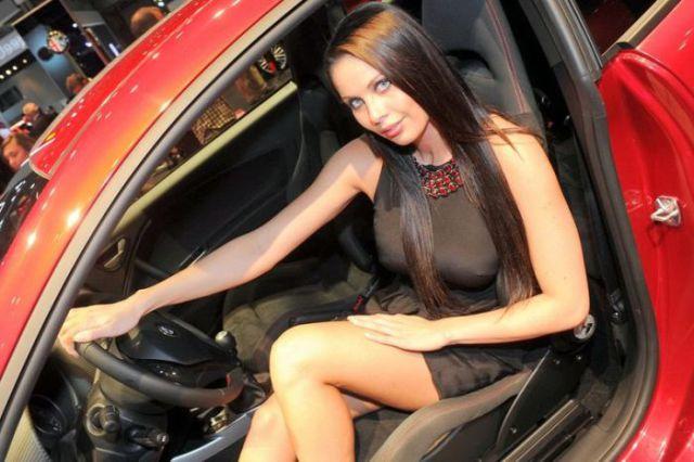 Les plus belles h tesses du mondial automobile 2012 blog for Salon des allergies alimentaires 2017