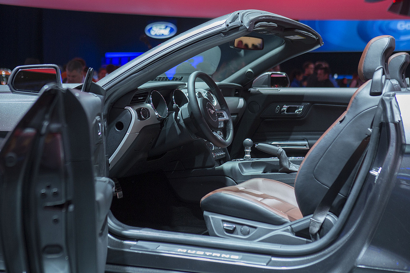 La nouvelle ford mustang lue voiture gay 2015 for Interieur queer