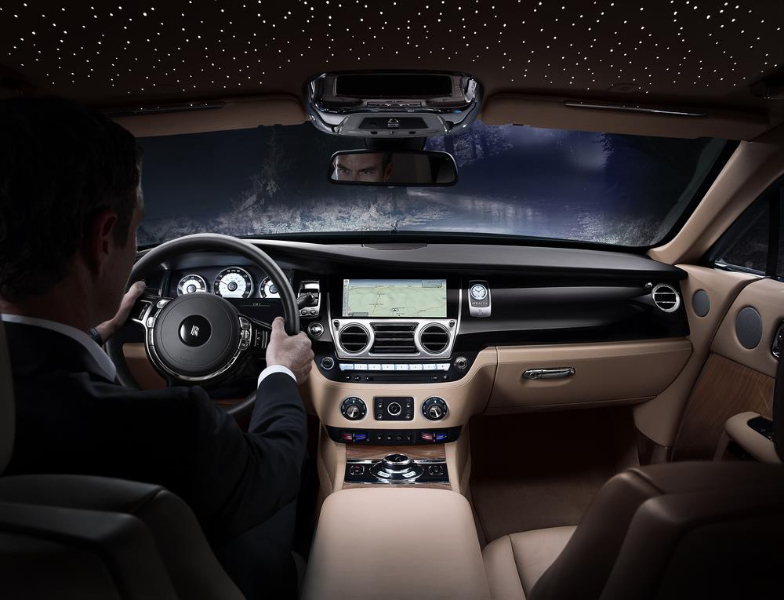 Pr sentation et photos de la nouvelle rolls royce wraith for Interieur rolls royce