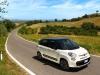 Photos de la nouvelle Fiat 500 L de trois quart face sur route