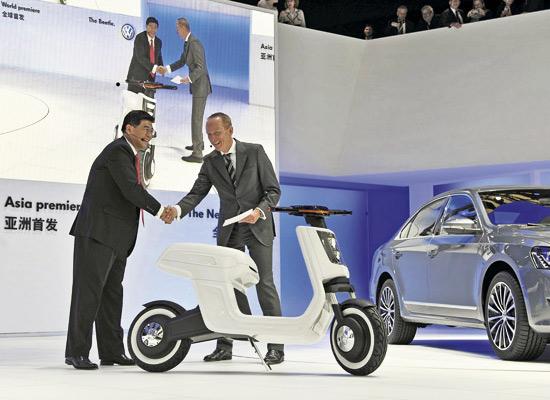 Une autonomie annoncée de 40km pour ce Volkswagen e-scooter.