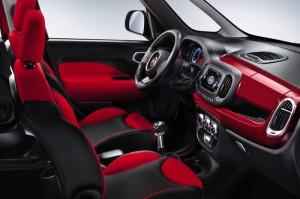 Fiat 500 L interieur rouge
