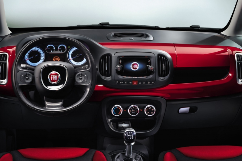 Nouvelle fiat 500 l photos de l 39 interieur d voil es for Interieur fiat multipla