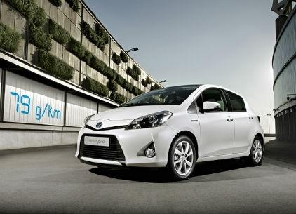 Toyota yaris hybride vainqueur du prix auto environnement
