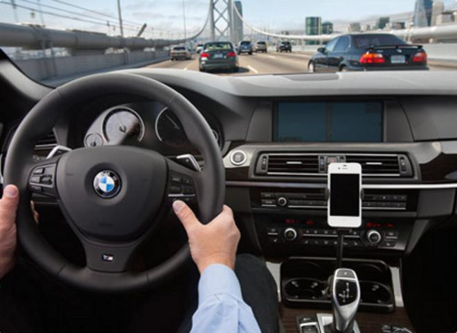 Nouveau dispositif de commande vocal dans la voiture avec siri