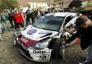 La Citroën DS3 accidentée du Qatari Nasser Al-Attiyah vainqueur Dakar 2011