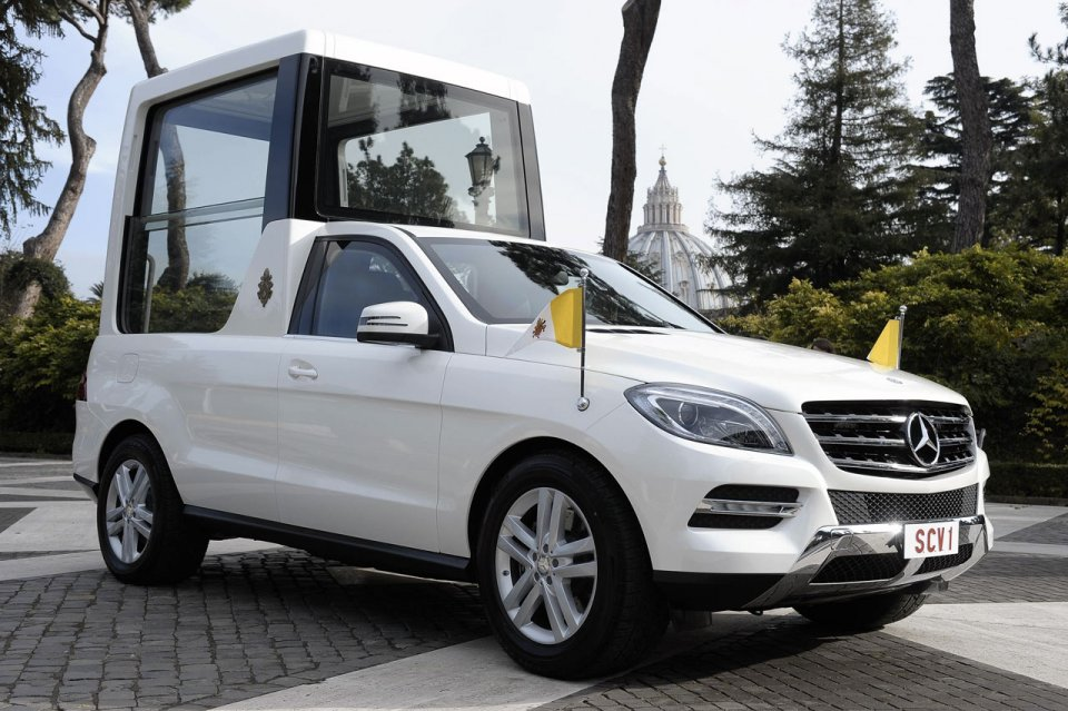 Mercedes_Classe-M_Papamobile_2012
