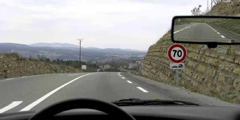 panneau-limitation-de-vitesse-