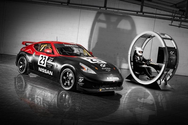 Une Nissan 350Z et le Pad de Sony qui virtualise une simulation de course : GT Academy