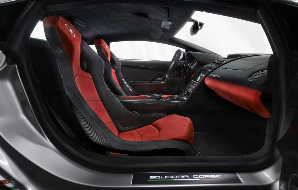 Intérieur de la Lamborghini Gallardo LP 570-4 Squadra Corse