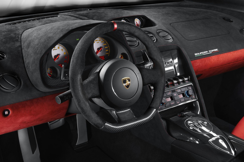 Tableau de bord de la Lamborghini Gallardo LP 570-4 Squadra Corse