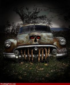 Voiture spéciale halloween calandre à ossements