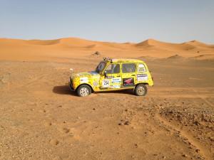 4L roulant sur les dunes