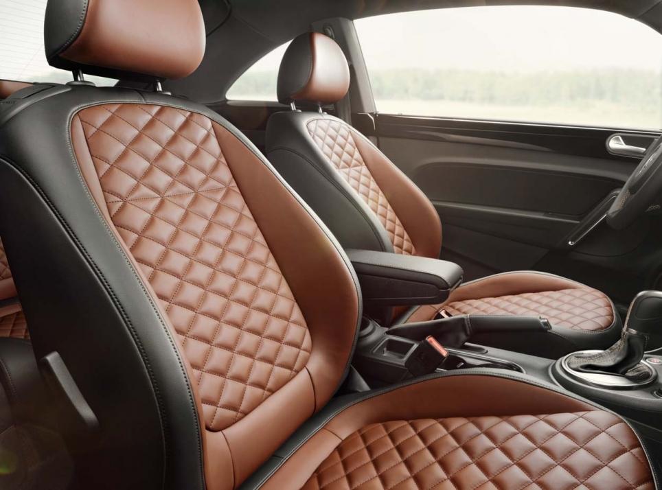 volkswagen coccinelle 2014 couture sellerie brune blog auto s lection le condens d 39 actu. Black Bedroom Furniture Sets. Home Design Ideas