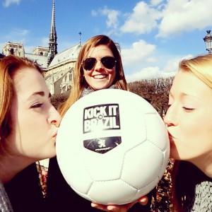 bisou au ballon Kick it to brazil