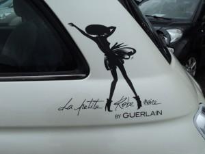 idées cadeaux fete des meres la petite robe noire Fiat 500 Guerlain
