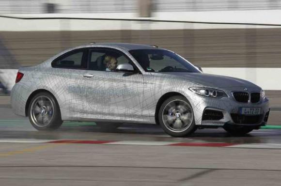 voiture autonome drifte BMW M235i