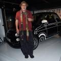 Ron Arad et sa Fiat 500 au cocktail 500 Couture
