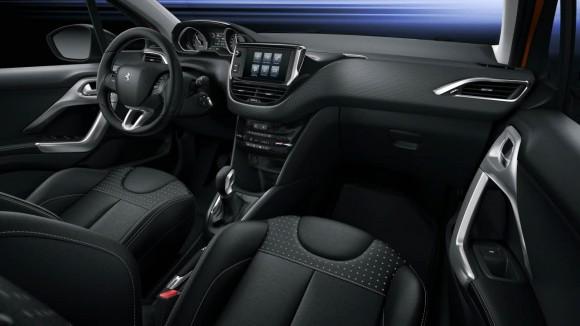 Interieur Peugeot 208 2015 (2)