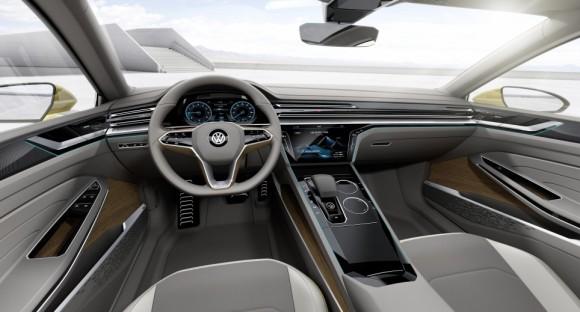 volant tableau de bord Volkswagen Sports Coupe concept Geneve 2015 (5)
