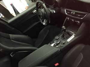 cockpit alfa giulia quadrifoglio 2016