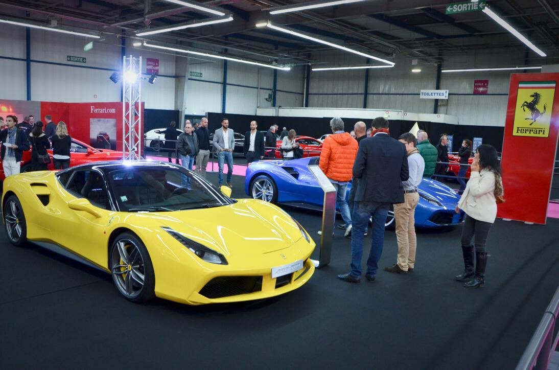 Le stand / expo Ferrari.